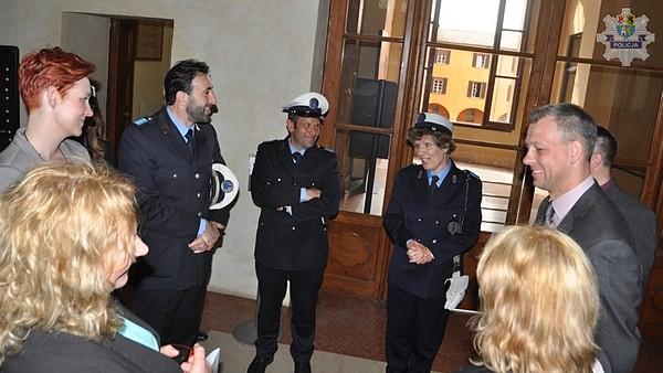 Spotyka się z policjantką